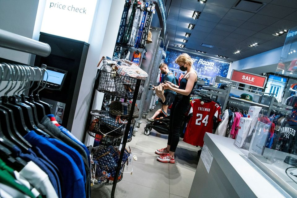 U.S. consumer confidence holds steady, soaring prices slowing housing momentum
